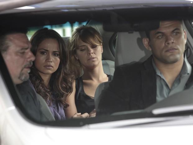 Morena avisa a Russo que Jéssica está piorando (Foto: Salve Jorge/TV Globo)