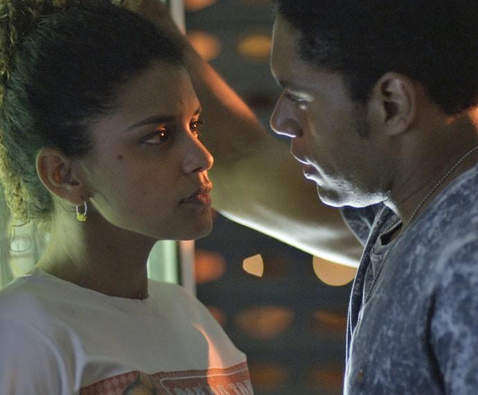 Será que o romance entre os dois vai dar certo? (Foto: TV Globo)