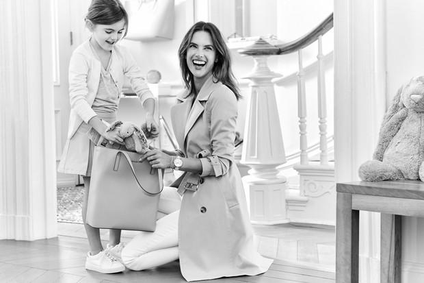 Alessandra Ambroasio e a filha em ensaio especial da Michael Kors em homenagem às mães  (Foto: Reprodução)