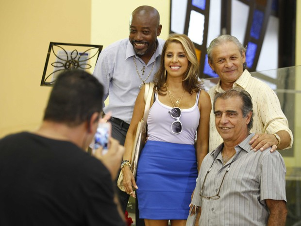 Pausa para uma foto (Foto: Salve Jorge/TV Globo)