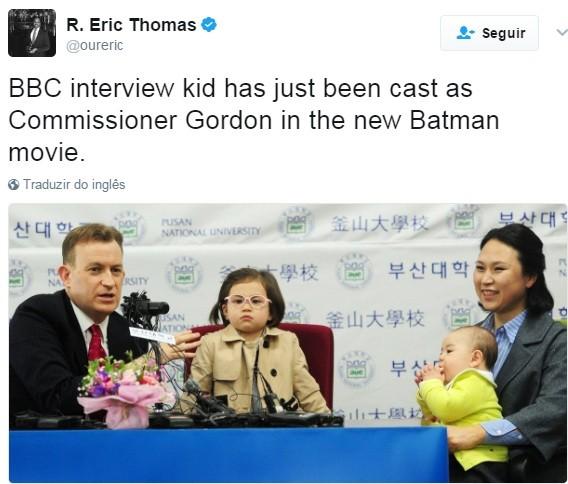 """""""A menina da entrevista da BBC acaba de ser escalada como Comissário Gordon no novo filme do Batman"""" (Foto: Reprodução Twitter)"""