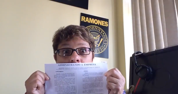 Mãe ataca de Youtuber pra chamar atenção do filho (Foto: Reprodução/Youtube)