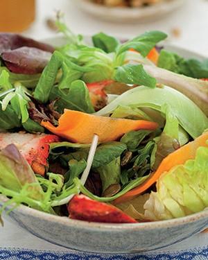 Salada de Chicken tandoori com chutney e sementes de abóbora (Foto: Rogério Voltan/Casa e Comida)