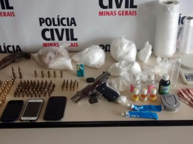 Jovem foi detido por tráfico de drogas em Juiz de Fora (Foto: Polícia Civil/Divulgação)