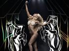 Lady Gaga posa seminua para promover novo clipe