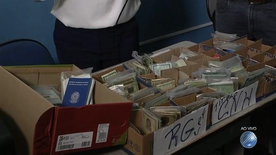 PM começa a devolver documentos perdidos durante carnaval de Salvador
