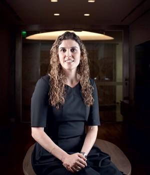 TRIPLO DESAFIO Claudia na sede da TAM. Primeira mulher a presidir uma companhia aérea no Brasil, ela é jovem e novata num setor complexo (Foto: Letícia Moreira/ÉPOCA)