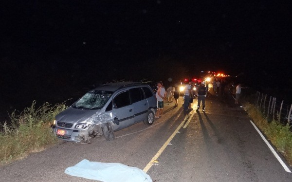 Táxi colidiu em guincho e atropelou duas pessoas na RN-041, no RN (Foto: Jaime Júnior/soldado da Polícia Militar )