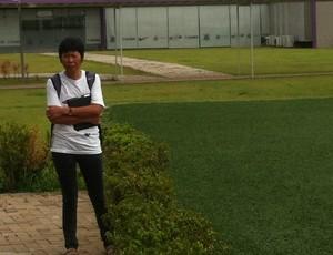 Mãe do Zizao no treino do Corinthians (Foto: José Gonzalez/ GLOBOESPORTE.COM)