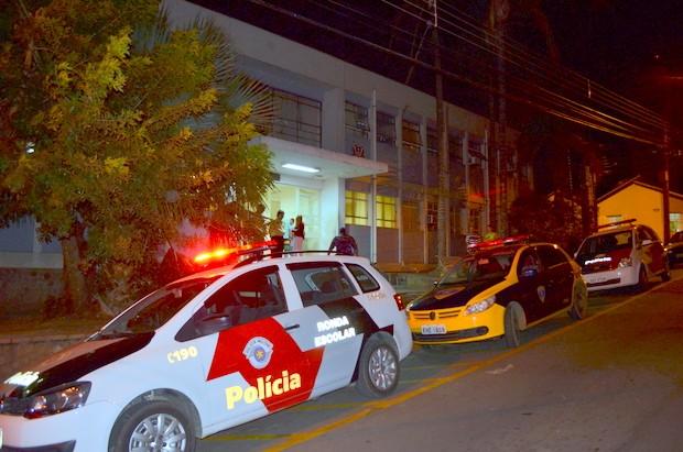 Adolescentes agressores foram levados ao plantão policial de Piracicaba (Foto: Fernanda Zanetti/G1)