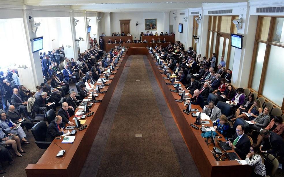 Reunião da OEA que decidiu em favor da convocação de um encontro de chanceleres para discutir a situação da Venezuela (Foto: Reprodução/Twitter/OEA)