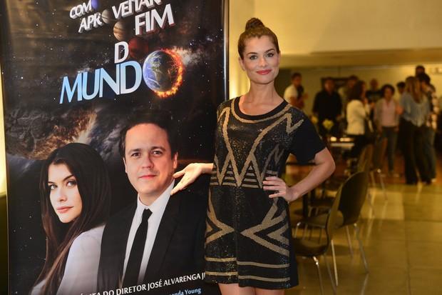 """Alinne Moraes no lançamento do DVD de """"Como Aproveitar o Fim do Mundo"""" (Foto: André Muzell / AgNews)"""