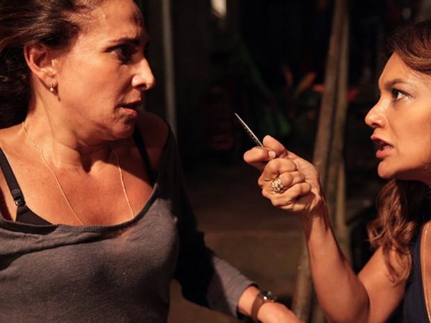 Hora da vingança! Lucimar não deixa por menos e avança em Wanda (Foto: Salve Jorge/TV Globo)