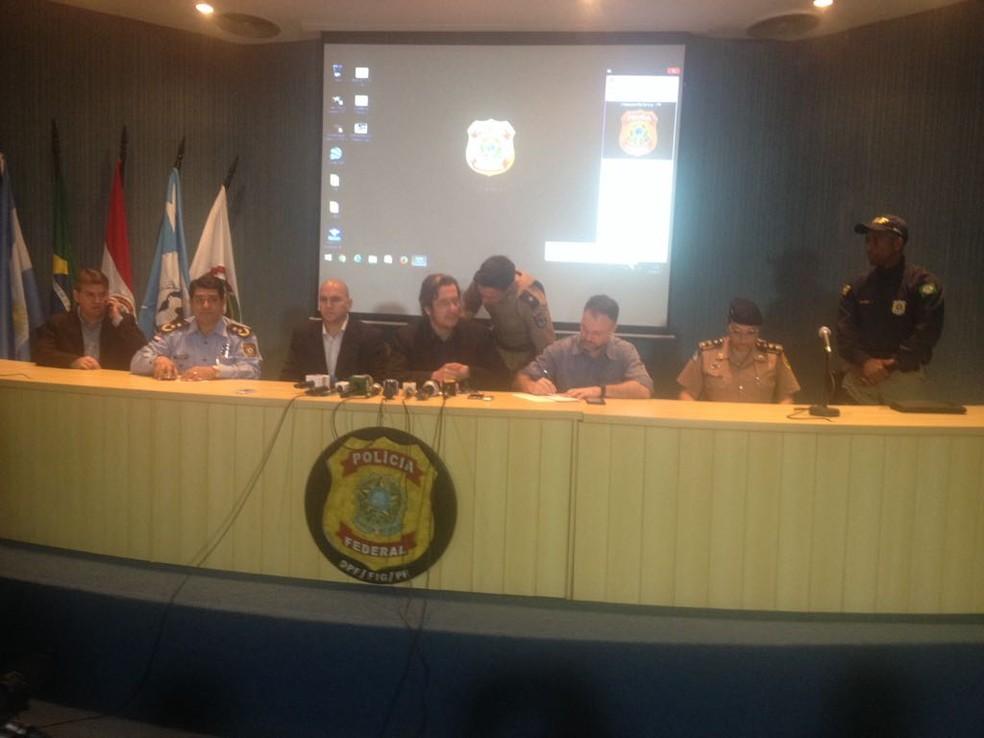 A Polícia Federal detalhou o trabalho para prender suspeitos de mega-assalto no Paraguai (Foto: Erikson Rezende/ RPC)