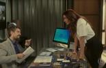 Alice entrega informações da empresa para César