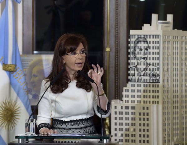 Presidente da Argentina faz discurso em rede nacional de TV nesta quinta (31). (Foto:  Daniel Garcia/AFP)