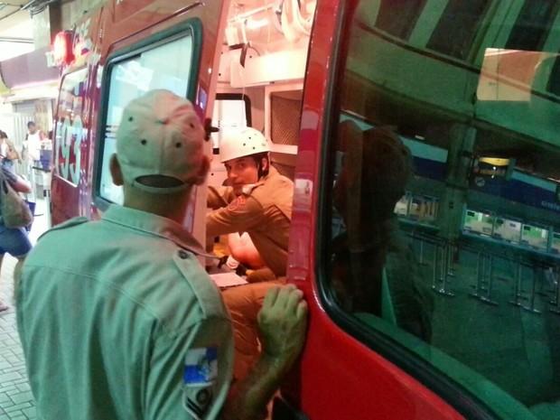 Bombeiros foram acionados para o acidente com trem (Foto: Guilherme Vizane/TV Globo)