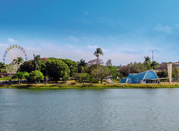 Lagoa da Pampulha, concluída por Juscelino Kubitschek, e a igreja São Francisco de Assis, assinada por Oscar Niemeyer, Burle Marx e Cândido Portinari: patrimônio histórico (Foto: Thinkstock)