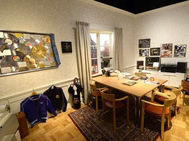 Quarto com objetos referentes ao Abba em museu dedicado à banda em Estocolmo, na Suécia (Foto: Jonathan Nackstrand/AFP)