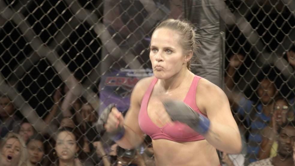 Carina Damm sobre no octógono para lutar (Foto: TV Globo)
