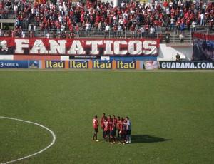 Grupo do Atlético-PR reunido na Vila Olímpica do Boqueirão (Foto: Fernando Freire)