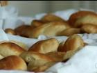 Grupo faz 'pães milagrosos' de Santo Antônio para quem busca casamento