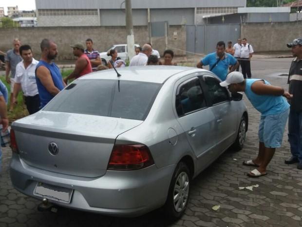 Wallace Barão é morto dentro de carro (Foto: Foto leitor - A Gazeta)