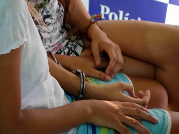 Jovens presas por roubo de carros em Salvador (Foto: Egi Santana/G1 BA)