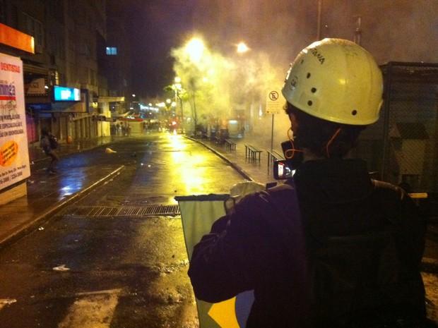 Confrontos iniciaram em Porto Alegre nesta segunda-feira (24) pouco depois das 20h (Foto: Felipe Truda/ G1)