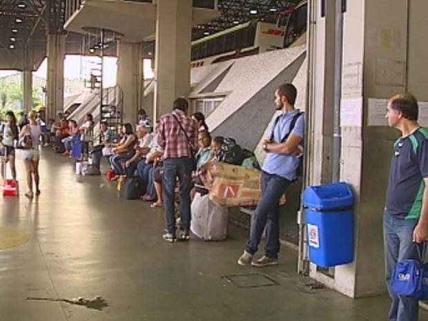 Terminal Rodoviário de Bauru tem saídas para vários lugares do país (Foto: Reprodução/TV TEM)