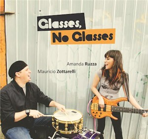 Glasses, no glasses, de Amanda Ruzza e Maurício Zottarelli