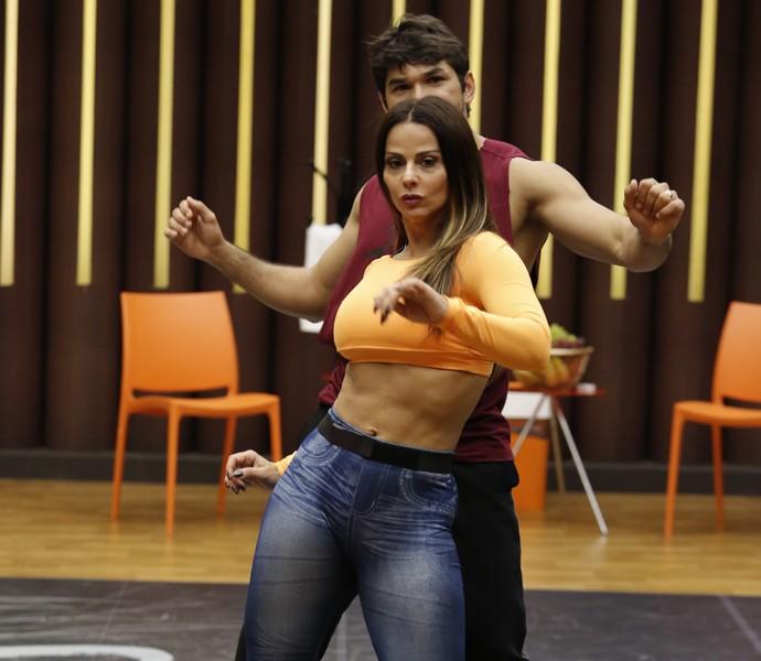 Viviane Araújo está no clima do funk! (Foto: Fábio Rocha/ Gshow)