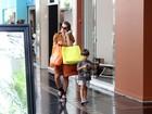 Na véspera do Natal, famosos fazem compras de última hora em shopping no Rio