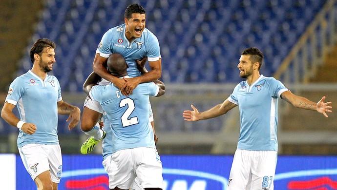 Ederson comemora gol da Lazio contra o Catania  (Foto: Getty Images)