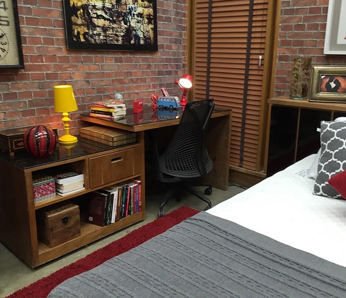 Escrivaninha no quarto pode ganhar um ar novo com tampos coloridos fáceis de limpar (Foto: Gabi Freitas / Gshow)