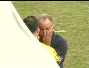 Toninho Cecílio se queixa do tempo complementar no jogo do Paraná Clube (Foto: reprodução RPCTV)