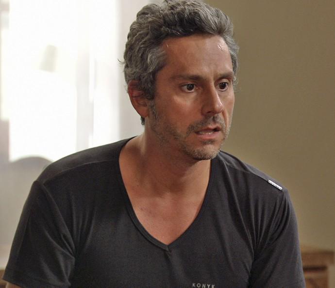 Romero fica surpreso com o que diz Atena (Foto: TV Globo)
