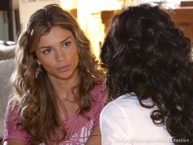Ester não compra a sinceridade de Cristal (Foto: Flor do Caribe / TV Globo)