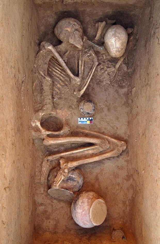Túmulo encontrado no Paquistão (Foto: AFP)