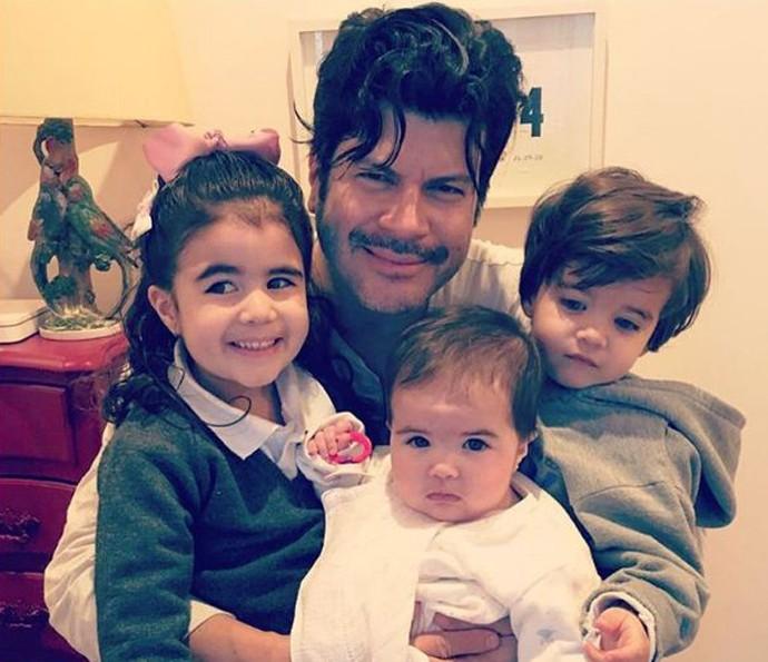 Paulo Ricardo se derrete pelos filhos e fala de semelhança com a caçula (Foto: Arquivo pessoal)