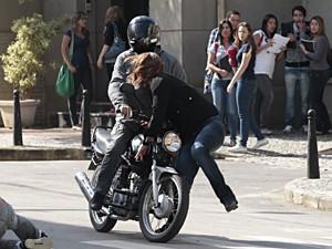 Carmem é atropelada por Moisés (Foto: Malhação / TV Globo)
