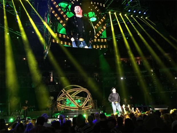 Garth Brooks em show no Smoothie King Center, em New Orleans (EUA) (Foto: Reberson Ius/G1)
