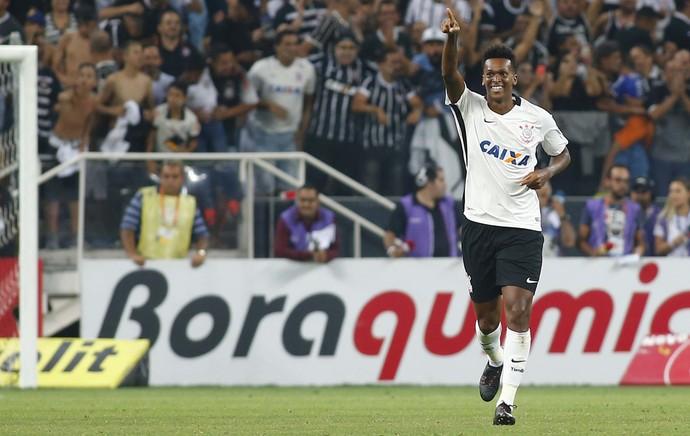 Jô gol Corinthians x Palmeiras (Foto: Futura Press)