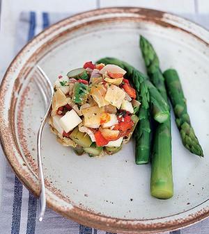 Salada de surubim defumado com aspargos (Foto: Rogério Voltan/Casa e Comida)
