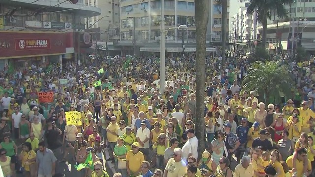 Protesto na Praça da Independência (Foto: Reprodução/TV Tribuna)