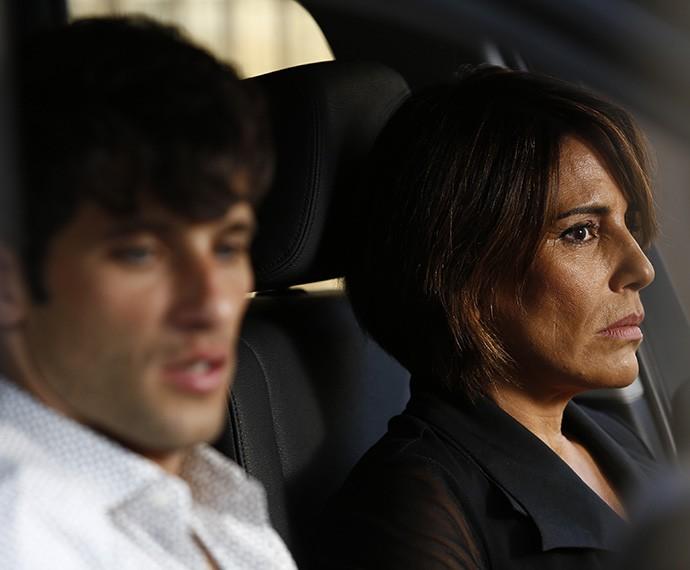 Beatriz tenta enganar Murilo (Foto: Raphael Dias/TV Globo)