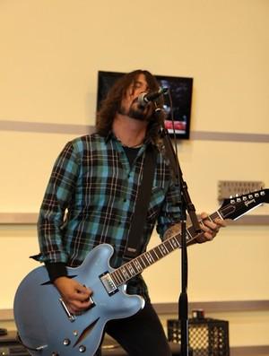Dave Grohl Foo Fighters XXL surfe (Foto: Divulgação / Billabong)