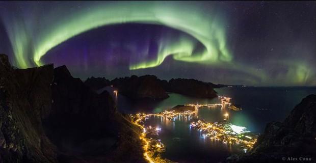 Alex Conu  Fotos de paisagens celestes foram selecionados como vencedores do prêmio anual Fotografia da Terra e do Céu - TWAN, na sigle em inglês. Na categoria principal, Alex Conu venceu com sua imagem de uma aurora boreal sobre a região de Lofoten, na Noruega (Foto: Alex Conu)