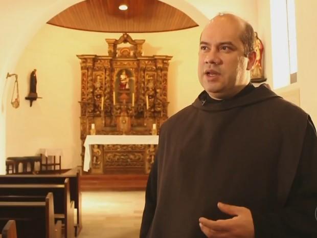Monge espera que nova comunidade venha ao mosteiro (Foto: Reprodução/TV TEM)