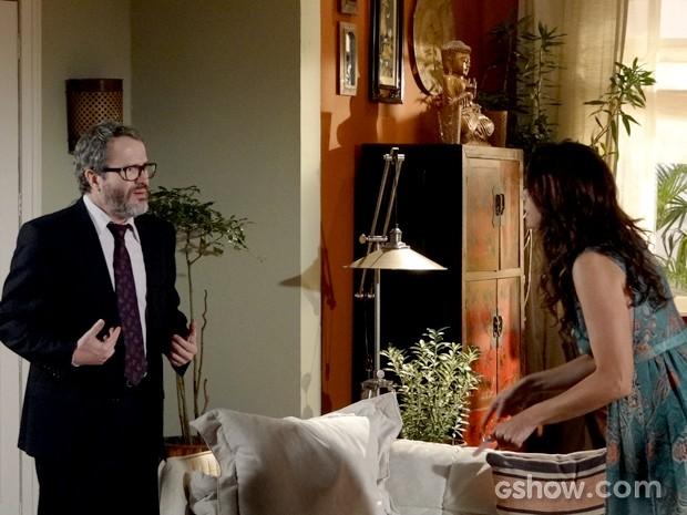 Nando tenta se defender da acusação de Juliana (Foto: Em Família / TV Globo)